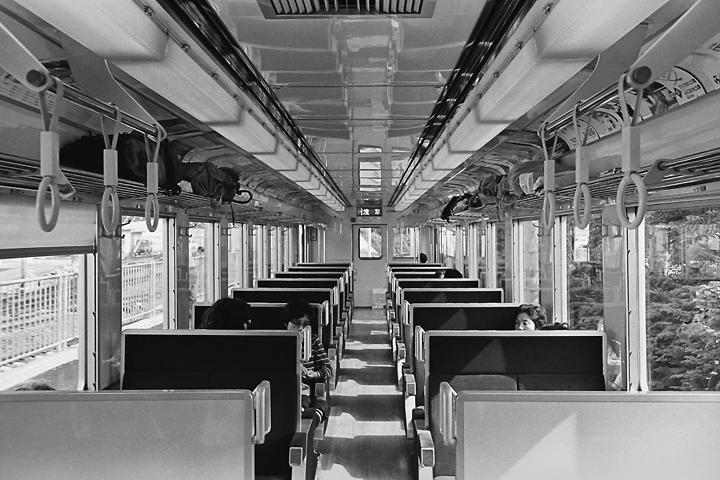 1986東武鬼怒川線快速浅草行き_6050系車内