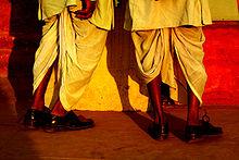 220px-Dhotis_in_Delhi.jpg