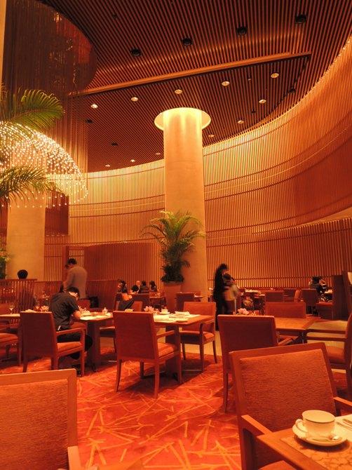 ペニンシュラ東京 ザ・ロビーにて ザ・ペニンシュラ・イン・ピンククラシックアフタヌーンティーセットをいただく
