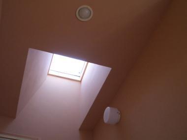 天窓のある洗面コーナー