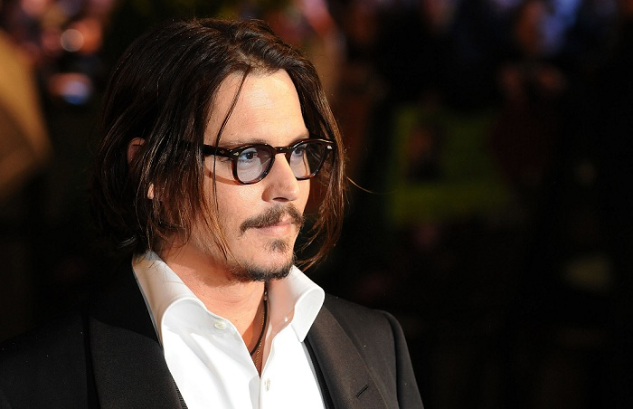 Johnny_Depp_at_the_Alice_In_Wonderland_Royal_WorldPremiere_(22)_20110821094909.jpg