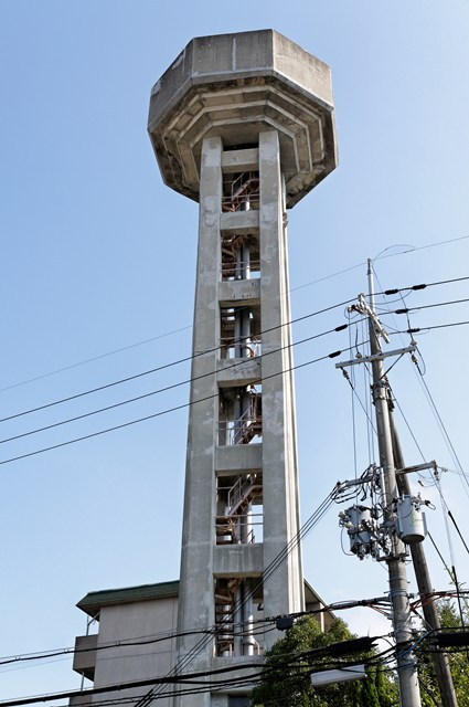 奈良県営平城団地給水塔の階段