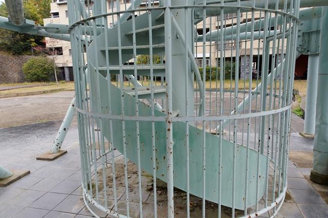奈良市営二名住宅給水塔のらせん状基部