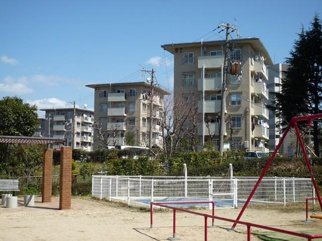 公団明石舞子団地B地区のボックス型住棟