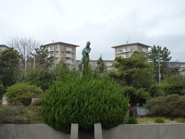 明石舞子団地のブロンズ像