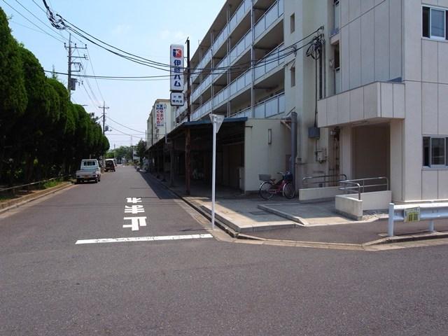 東京都営保木間第5アパートの商店街