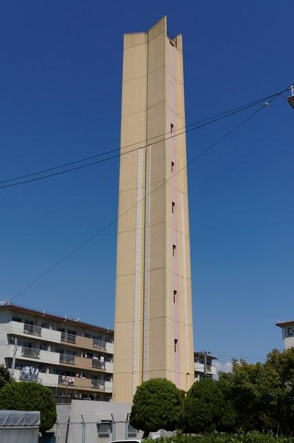 公団多聞台団地東側の給水塔