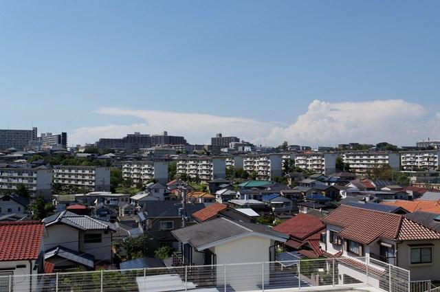 公団多聞台団地東側から見た西側の住棟