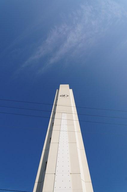 下から見上げた平城右京団地給水塔