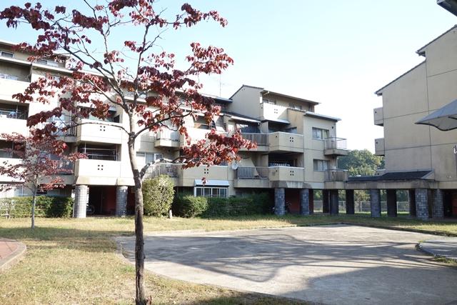 奈良市営二名住宅の屋根付き通路