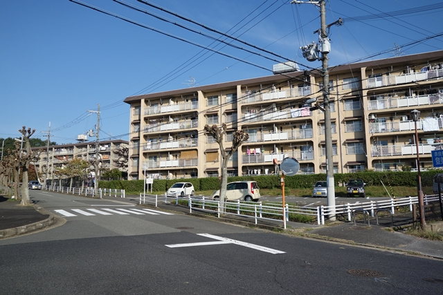 奈良市営二名住宅の南側中層棟