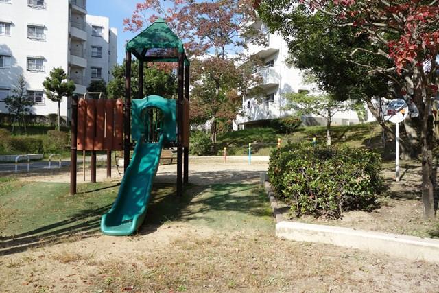 平城右京団地の公園