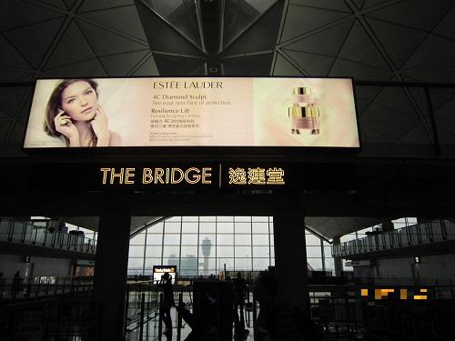 """香港国際空港ラウンジ""""ブリッジ"""""""