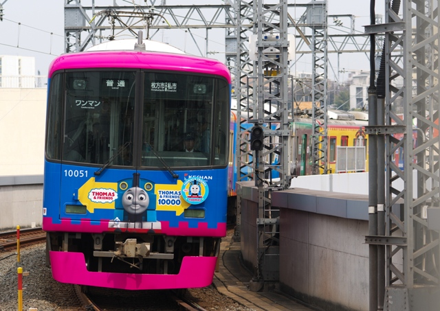 110402-keihan-10000-thomas-hirakatashi-1.jpg