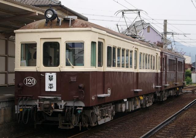 111030-kotoden-100-300-takinomiya-2.jpg
