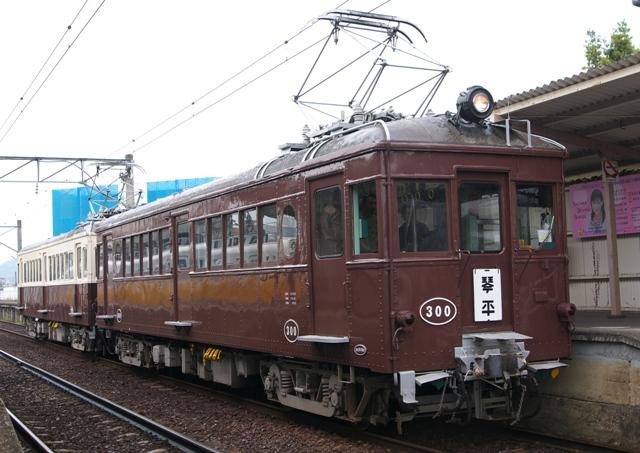 111030-kotoden-takinomiya-300-100-1.jpg
