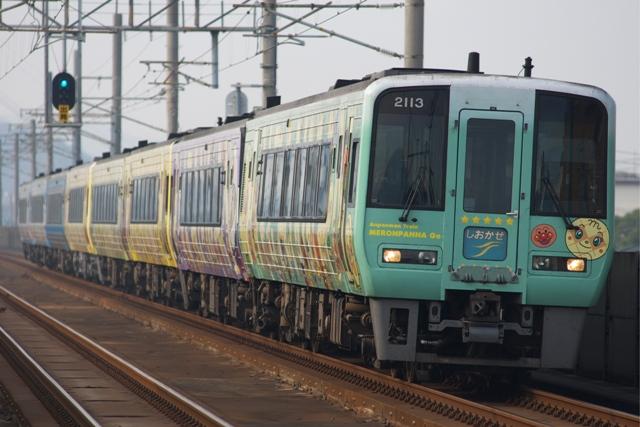 111229-JR-S-DC2000-Ampanman-shiokaze-1.jpg