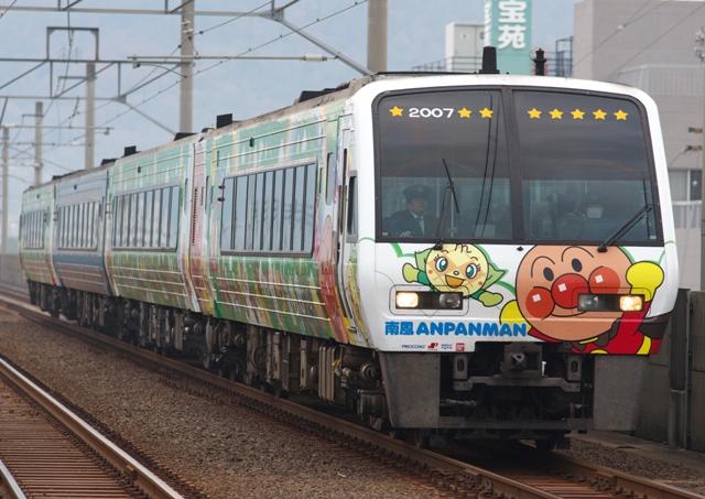 111229-JR-S-DC2000-Anpanman-nanpo-Green-2.jpg