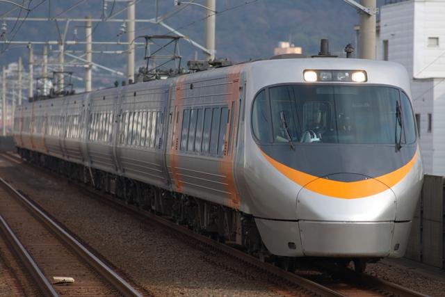 111229-JR-S-EC8000-8cars-shiokaze-1.jpg