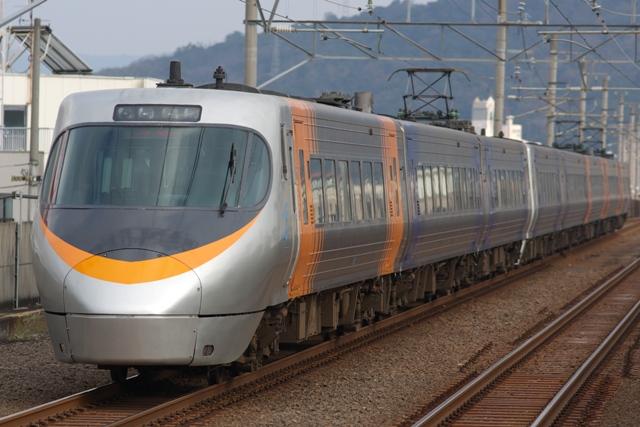 111229-JR-S-EC8000-8cars-shiokaze-2.jpg