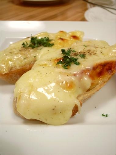 ラ・プリュム ラクレットチーズの熱々オーブン焼き