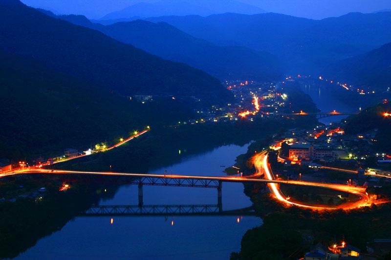 黄昏のループ橋 (徳島県 三好市 池田町)