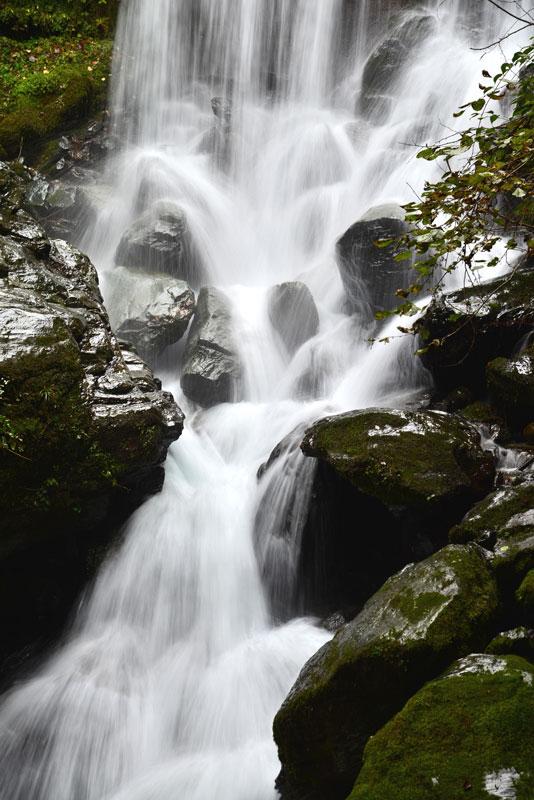 滝水澄みて (徳島県 美馬郡 つるぎ町)