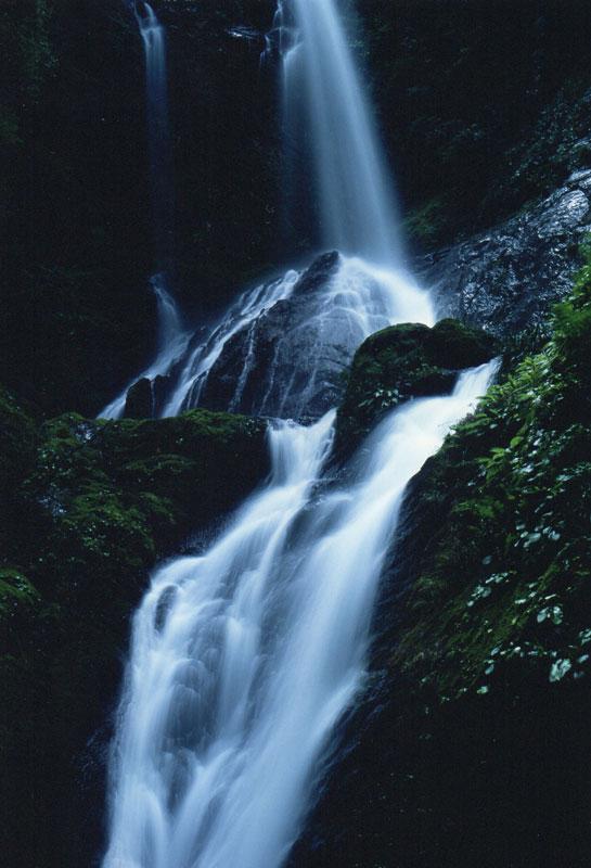 光る雨乞ノ滝 (徳島県 名西郡 神山町 雨乞ノ滝)