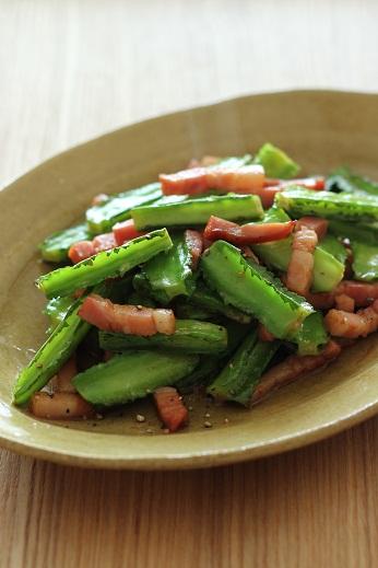 四角豆とベーコンの炒め物