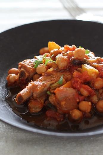 バックリブとひよこ豆のトマト煮込み