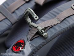 ITW Nexus GrimLoc (グリムロック カラビナ)をバックパックに装着
