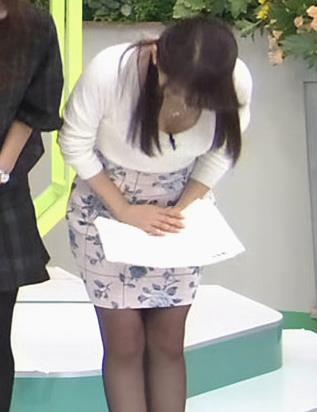 美馬怜子 前かがみ谷間キャプ画像(エロ・アイコラ画像)