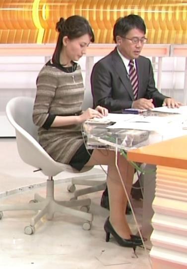 井上あさひ ミニスカ美脚キャプ画像(エロ・アイコラ画像)