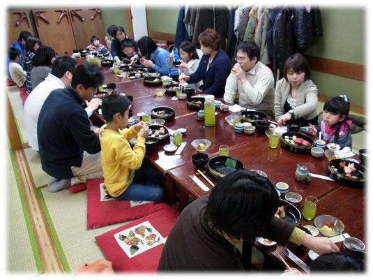 2011年3月親子ゲーム&お寿司会:みんなでお寿司
