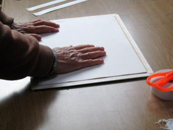 水張り手順5-画用紙の貼り込み