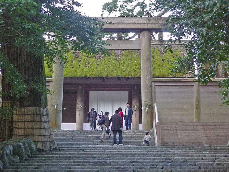 神社の鳥居は、何故左側が太くなっている?