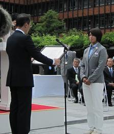 山野市長からスポーツ栄誉賞が