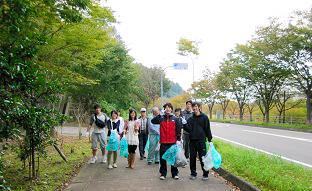 留学生も日本人金大生と一緒に記念写真