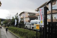 「あいさつ日本一をめざして」の幟も立てておもてなしを