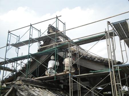 門の屋根補修