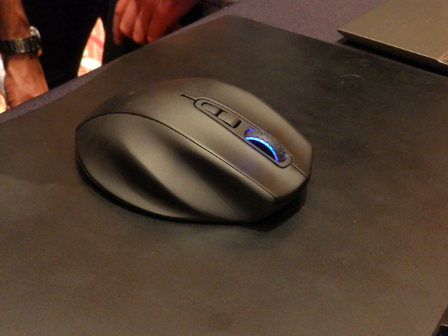 Wireless_Gaming_Mouse_03.jpg