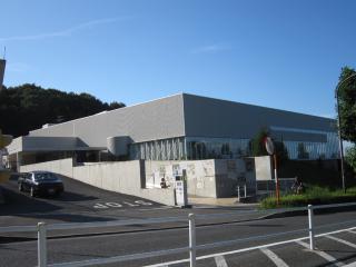 稲城市立中央図書館