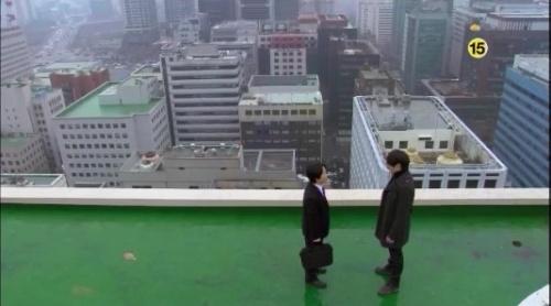 発酵10天地人に貸出金一切返済をしにきた銀行員を屋上に連れ出すホテ
