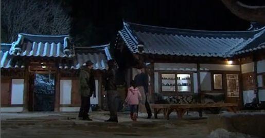 まだ天地人の周りをうろちょろする刑事達に話をつけにいくホテ ホテにかけよるウンビ